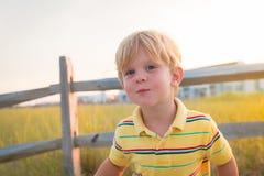 Barn i sommarljus Arkivfoto