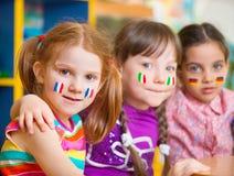 Barn i språkläger arkivbilder