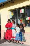 Barn i tarahumaras toppig bergskedja mexico Arkivfoton