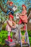 Barn i trädgård Fotografering för Bildbyråer