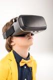 Barn i virtuell verklighethörlurar med mikrofon royaltyfri bild