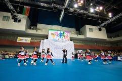 Barn konkurrerar i SpringCup den internationella danskonkurrensen Arkivbild