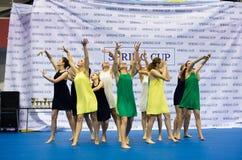 Barn konkurrerar i SpringCup den internationella danskonkurrensen Arkivbilder
