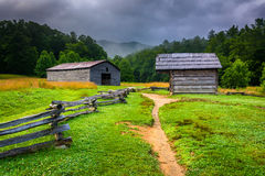 Barn and log cabin at Cade's Cove Royalty Free Stock Photos