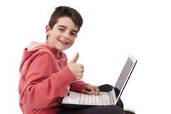 Barn med datoren Arkivbilder