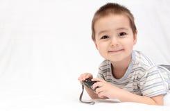 Barn med den kompakt kameran Royaltyfria Foton