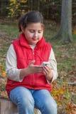 Barn med den smart telefonen Royaltyfri Bild