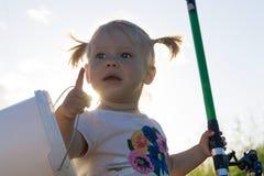 Barn med en metspö Royaltyfria Bilder