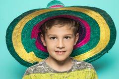 Barn med en mexicansk hatt arkivfoto