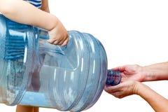 Barn med en stor flaska Arkivfoto