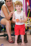 Barn med handikapp Royaltyfri Bild