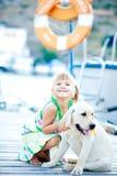 Barn med hunden Arkivbild