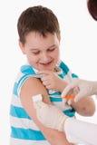 Barn med injektionen Royaltyfri Bild