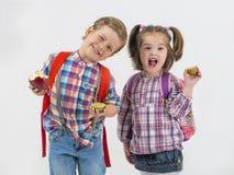 Barn med klubbalek med frukter Arkivfoto