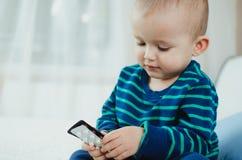 Barn med preventivpillerar Arkivfoton