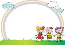 Barn med regnbågen i bakgrunden Arkivbilder