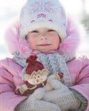 Barn med snowmanen Fotografering för Bildbyråer