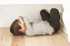 Barn med uttryck av ilsket hemmastatt fotografering för bildbyråer