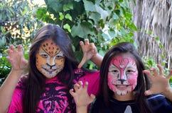 Barn med vänder mot målning Fotografering för Bildbyråer