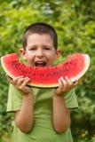 Barn med vattenmelonen Royaltyfri Bild