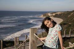 Barn nära havet royaltyfri fotografi