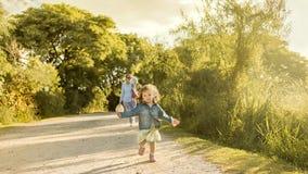 Barn och ensamstående mamma Royaltyfria Foton
