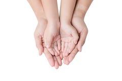 Barn- och moderhänder på vit royaltyfri fotografi