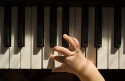 Barn och musik arkivbilder