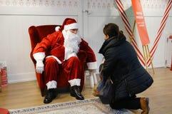 Barn och Santa Claus Royaltyfria Bilder