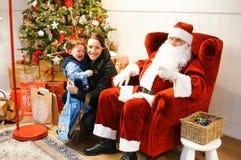 Barn och Santa Claus Arkivfoto