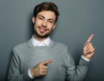 Barn och stilig affärsman som pekar upp med hans finger royaltyfria foton