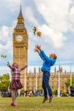 Barn och stora ben Royaltyfria Foton