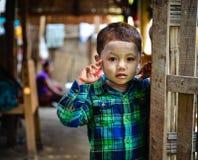 Barn på bygd i Mandalay, Myanmar Arkivfoton
