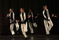 Barn på den judiska dansen för etapp Royaltyfria Foton