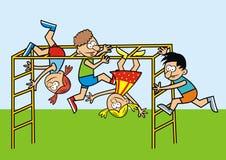 Barn på en klätterställning Arkivfoton