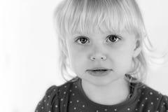 Barn på en vitbakgrund Fotografering för Bildbyråer