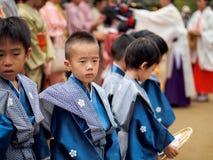 Barn på Kitano Tenmangu Shrine Royaltyfri Fotografi