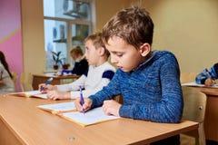 Barn på skola, mental aritmetisk royaltyfri foto
