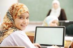 Barn på skolaklassrumet Royaltyfri Foto