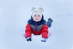 Barn på snö royaltyfri foto