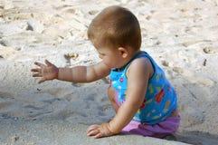 Barn på stranden arkivbild
