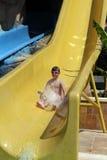 Barn på vattenglidbana Royaltyfria Foton