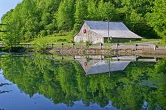 Barn Reflected in Pond Royalty Free Stock Images