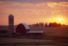 Barn and Silo at sunset, Rolling Hills, IA Royalty Free Stock Image