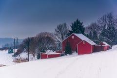 Barn on snow covered farm fields in rural York County, Pennsylva Royalty Free Stock Photos