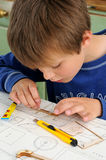 Barn som aeromodelling royaltyfria bilder