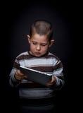 Barn som använder tableten 库存图片