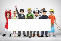 Barn som bär framtida Job Uniforms royaltyfri bild