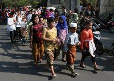 Barn som bär traditionell kläder royaltyfri fotografi