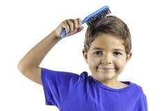 Barn som borstar hår Arkivfoton